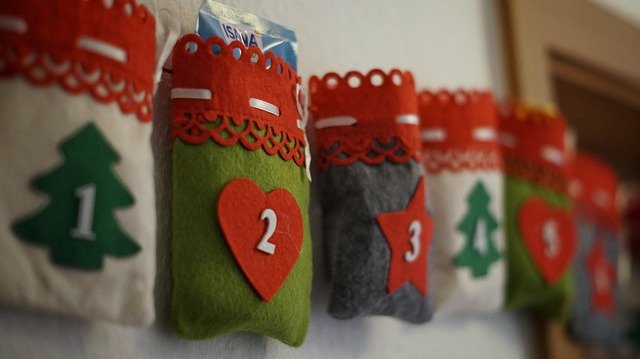 Lebendiger Adventskalender im Foyer